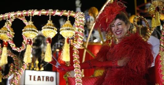 15fev2015-a-atriz-marilia-pera-desfila-na-mocidade-alegre-a-atriz-e-tema-do-samba-enredo-da-escola-paulista-1423972111391_956x500